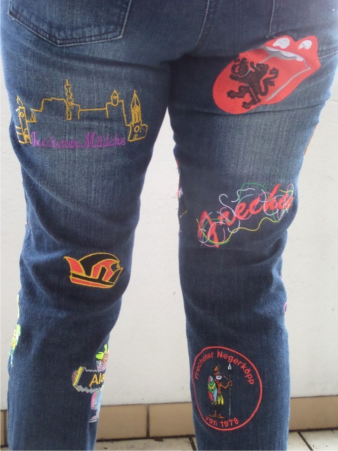 Stickerei Jeanshose