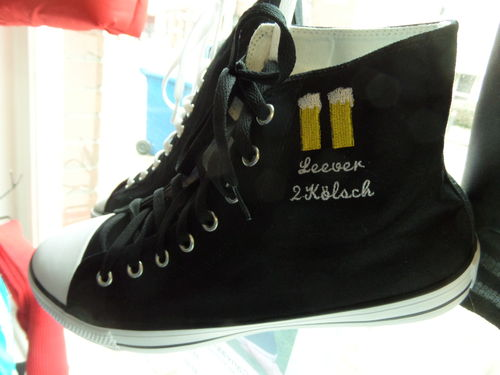 HighTop Canvas Schuhe (Chucks) mit Stickerei